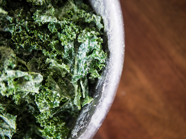 kale chip recipe, how to make kale chips, how to dehydrate kale chips