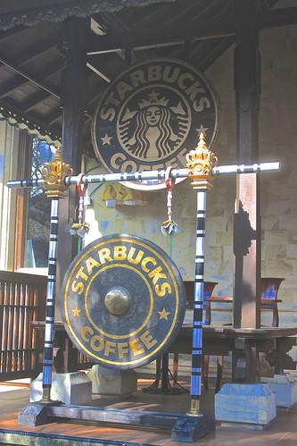Starbucks gong in Ubud