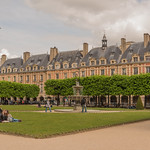 ภาพของ Place des Vosges. park city travel people urban paris france tree fountain architecture îledefrance