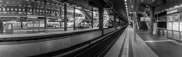 Bahnhof Berlin-1