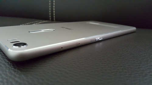 Zenfone 3 Ultra ด้านขวา