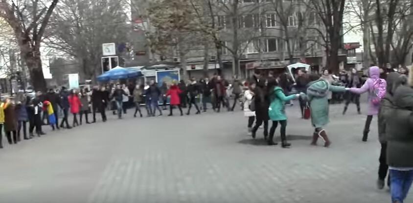 Hora_Unirii_Chisinau_Liceul_Gheorghe_Asachi_1_Decembrie_2016 (7)
