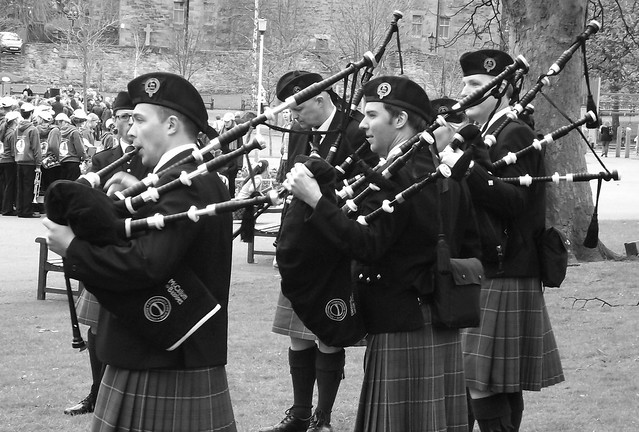 Easter piping by the Castle 015