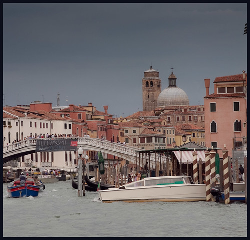 donkere wolken boven Venetie by hans van egdom