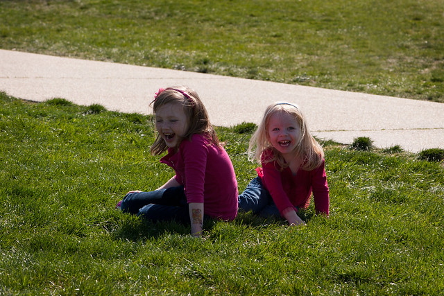 048 Mckenzie Abby playing in front of the WAshington Memorial