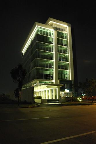 Gedung (malam)