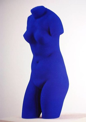 Yves Klein blue torso Blue PANTONE 286