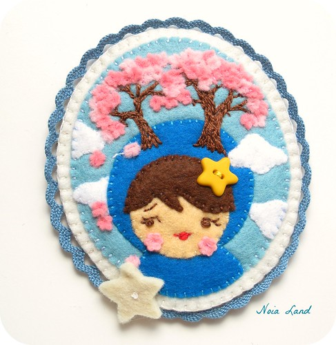 Broche de fieltro: Cerezos en flor