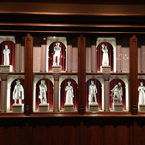 EPCOTのアメリカン・アドベンチャーのシアターに飾られてる像。