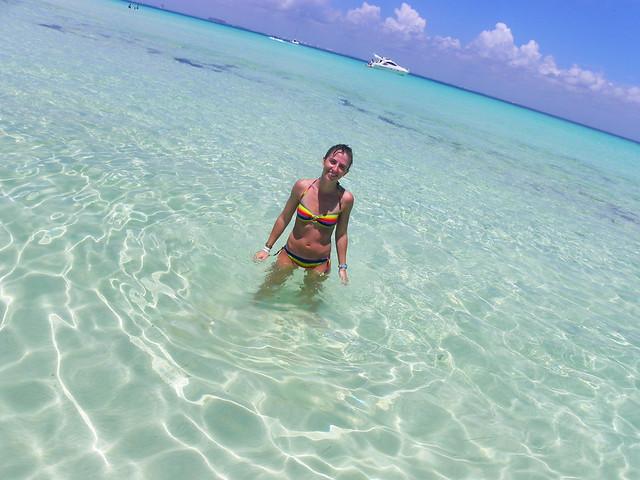 Paseando por las cristlinas aguas de Isla Mujeres en México