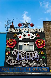 Décorations de façades sur Camden High Street