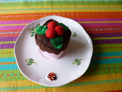 Felt mini cake