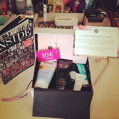 Ma glossy box de Mai ! J'en suis satisfaite :-)  #GlossyBox #beauty #girly #makeup  Glossy Box tests et avis sur la box