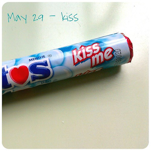 May 29: kiss .. #fmsphotoaday