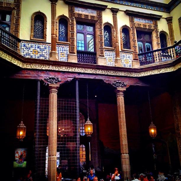 Buen d a interior de la casa de los azulejos palacio for Restaurante azulejos