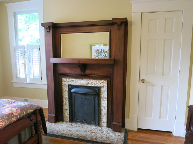 IMG_2736-2013-07-28-Highland-View-Craftsman-fireplace-1-panel-mirror