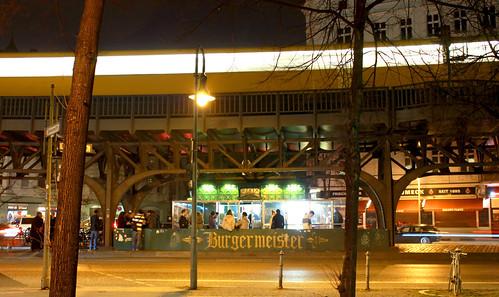 Гамбургеры у метро Силезские Ворота
