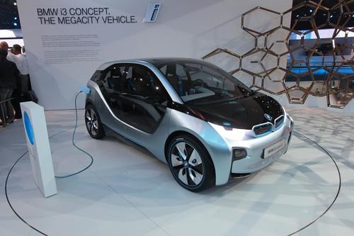 BMW приспособит батареи электромобилей для хранения солнечной энергии