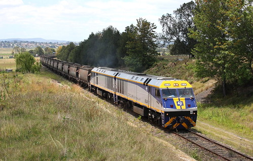 PACIFIC NATIONAL empty coal to Austar Colliery loader on the 'coal only' branch line. The train led by EL61 & EL53 is a couple of kilometres from East Greta Jcn at Gillieston Heights