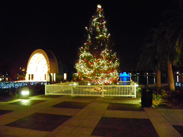 533 christmas tree at lake eola dowtown orlando florida 12