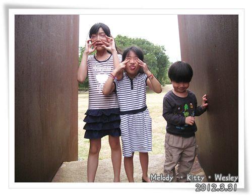 120331-三小朋友扮鬼臉 (2)