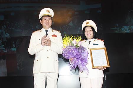 Việt Nam lần đầu tiên có Nữ tướng Công an