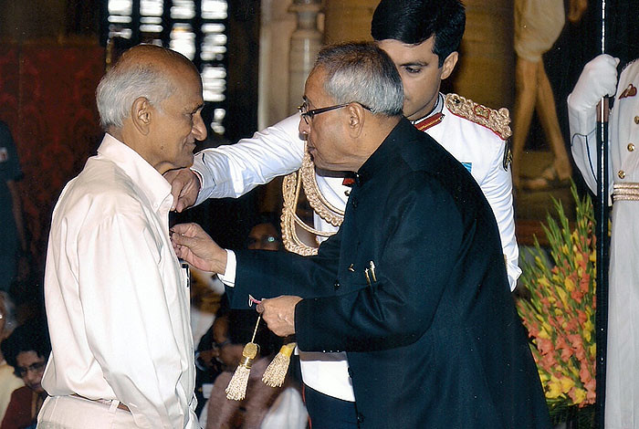 President of India Pranab Mukherjee presents the Padma Shri award to former Los Alamos National Laboratory scientist Mudundi Raju.