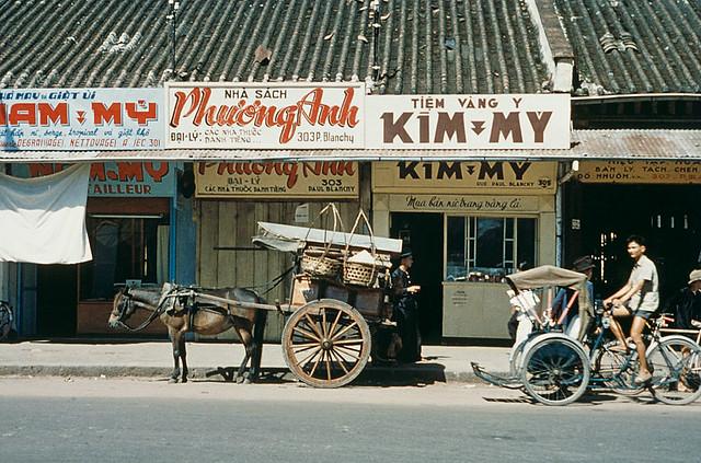 SAIGON 1950s - RUE PAUL BLANCHY, nay là đường Hai Bà Trưng - Photo by Harvey Meston