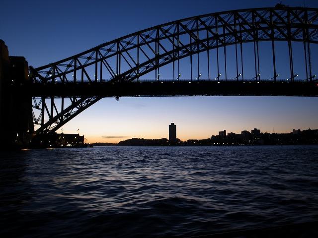 <p>r)夕陽とハーバーブリッジ</p>