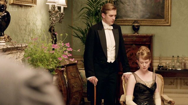DowntonAbbeyS02E08_MatthewLavinia_black