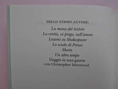 W. H. Auden, Grazie, nebbia; Adelphi 2011 [responsabilità grafica non indicata]. Verso della pagina dell'occhiello (part.), 1