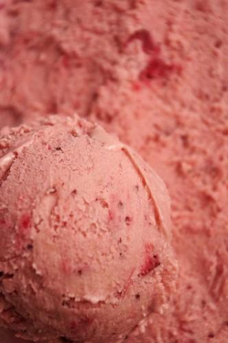 Crème glacée aux fraises 7206596276_52e9373ae9