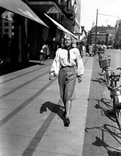 NSU-pige på Vesterbrogade i København i juni 1941. NSU (National-Socialistisk Ungdom) var DNSAP's ungdomsorganisation. Billedet blev bragt i DNSAP's avis Fædrelandet d. 19. juni 1941