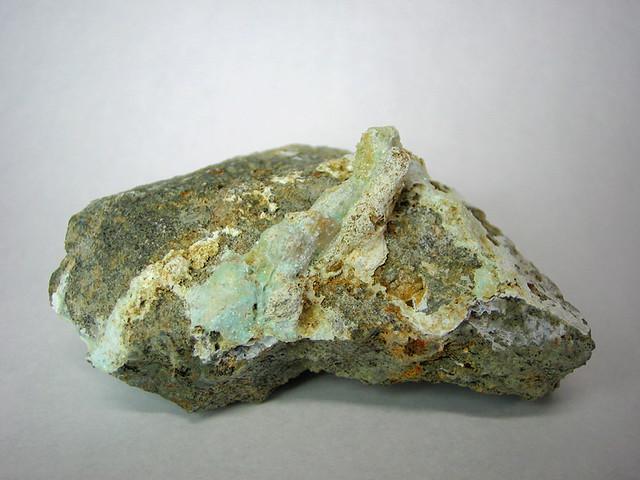 大阪石 (Osakaite) の模式標本