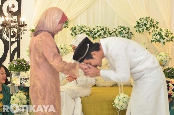 8923136108 87c7e642d4 o Gambar Perkahwinan Izzue Islam dan Awin Nurin