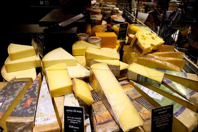 チーズは量り売り。語学できないと買えないやあ。