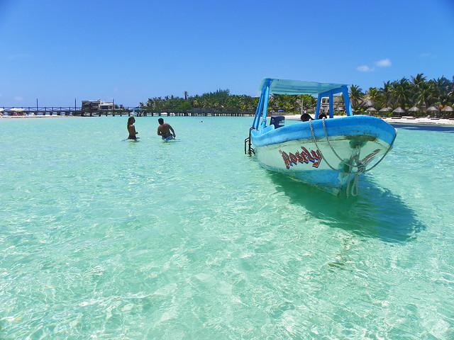 La barca que nos llevó a Isla Mujeres