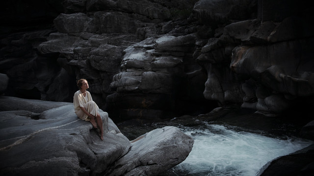 laura zalenga - last light
