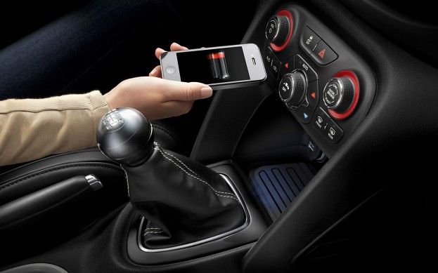 2013-Dodge-Dart-interior-inductive-charging-623x389