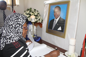 Zimbabwe Vice President Joice Mujuru expressing condolences at the Malawi embassy in Harare. The Malawian President Bingu wa Mutharika passed in early April 2012. by Pan-African News Wire File Photos