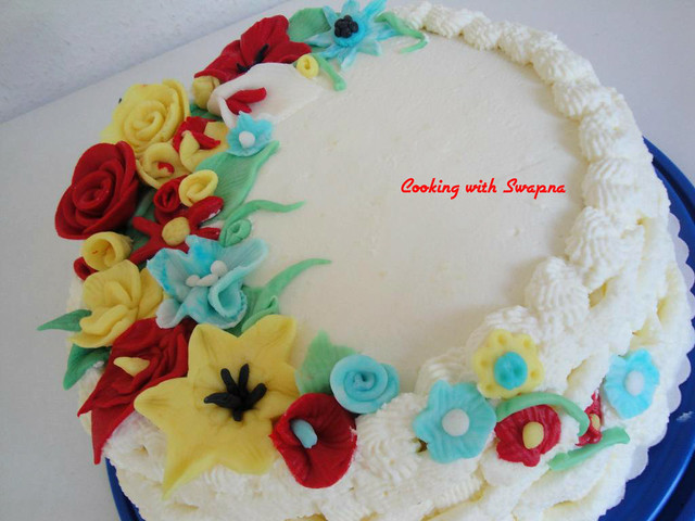 Cooking With Swapna: Pound Cake with cream frosting