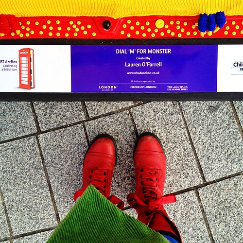 Whodunnknit Pix: Dear London, go hug my giant knitted monster @btartbox on Trafalgar Square roundabout till July 16th! RROWRR! #btartbox
