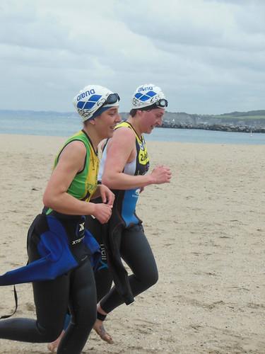 Zorionak a Julia y a Ainhoa por su primer triatlón popular