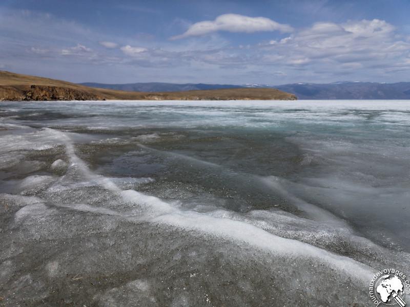 Glace en cours de dégel du lac Baïkal