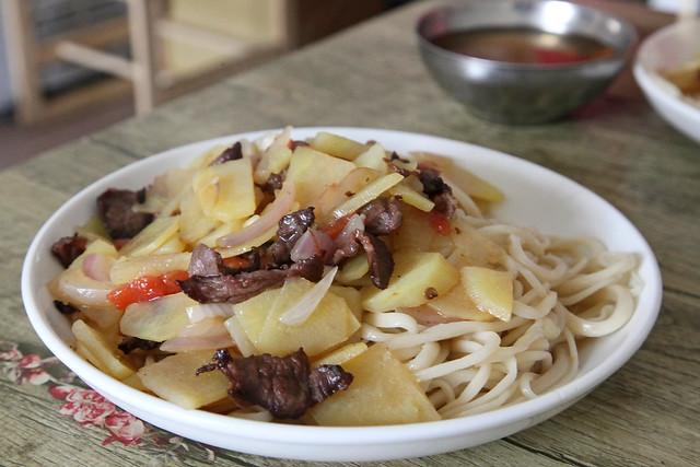 Kazakh style lagman (noodle) in Barkol バルクル、カザフ風ラグメン