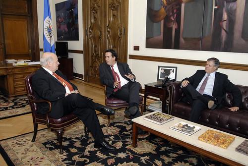 Secretario General de la OEA se reúne con el Prosecretario de la Presidencia de Uruguay