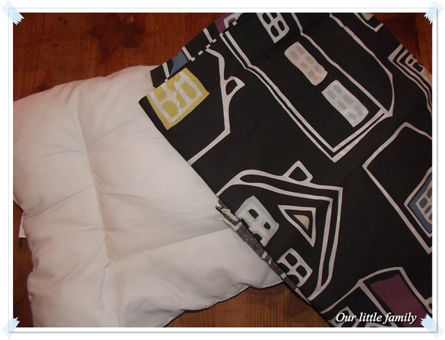 un coussin ik a pour ik a. Black Bedroom Furniture Sets. Home Design Ideas
