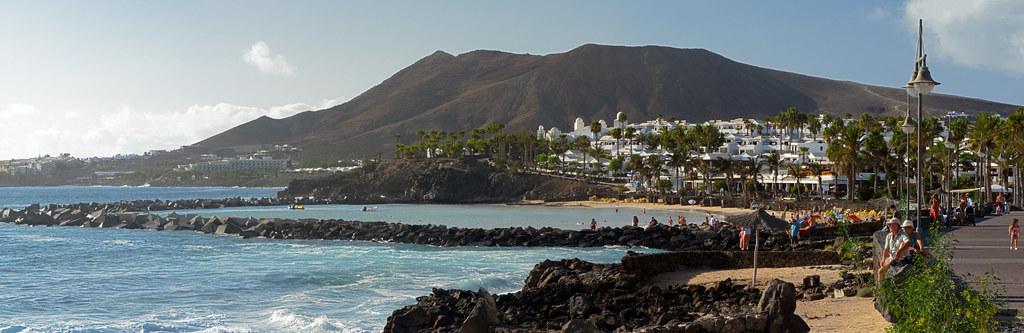 Montaña Roja and Playa Flamingo.