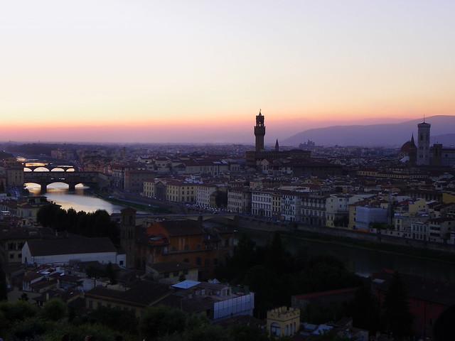 Atardecer desde el mirador de San Miguelangelo en Florencia Italia