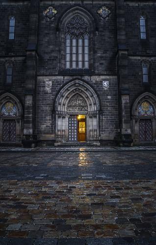 Herbst und Regen in Prag by Zdenek Papes